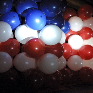 disappearing-balloon-wall